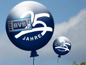 Ballons mit BVB-Logo und Beschriftung '25 Jahre'